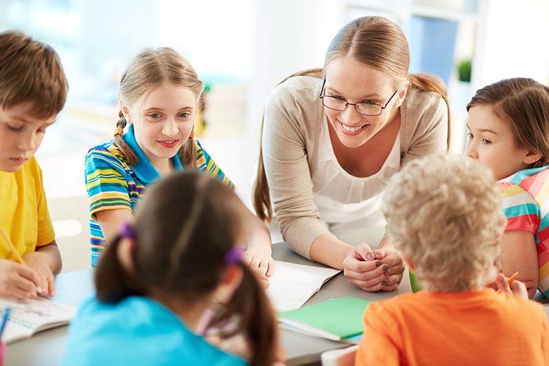 Öğretmene Hediye Öğretmenler Günü Şiirleri Ve En İyi Hediyeler