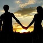 Kadınların Sevgiliye İyi Geceler Mesajı Neden Uzun Olur?