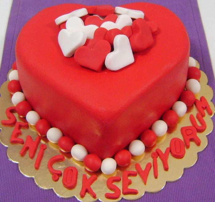 Sevgiliye Doğum Günü Pastası Hazırlamanın En Pratik Yolu