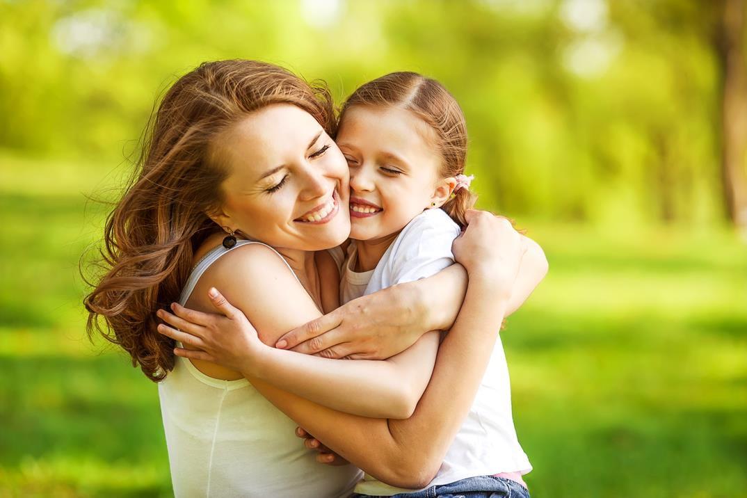 anne ve çocuk mutlu kadın