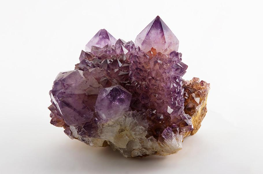 değerli taşlar nerede bulunur