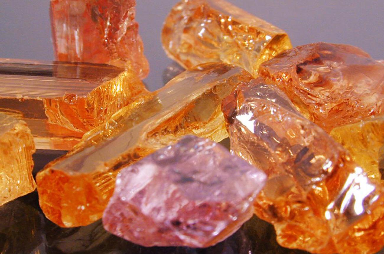 mucevher yapımında kullanılan değerli taşlar